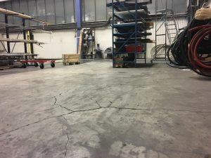 Sprickor i fabriksgolv