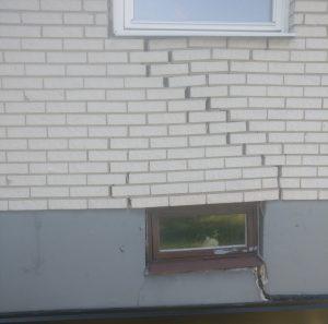 Sprickor i fasaden