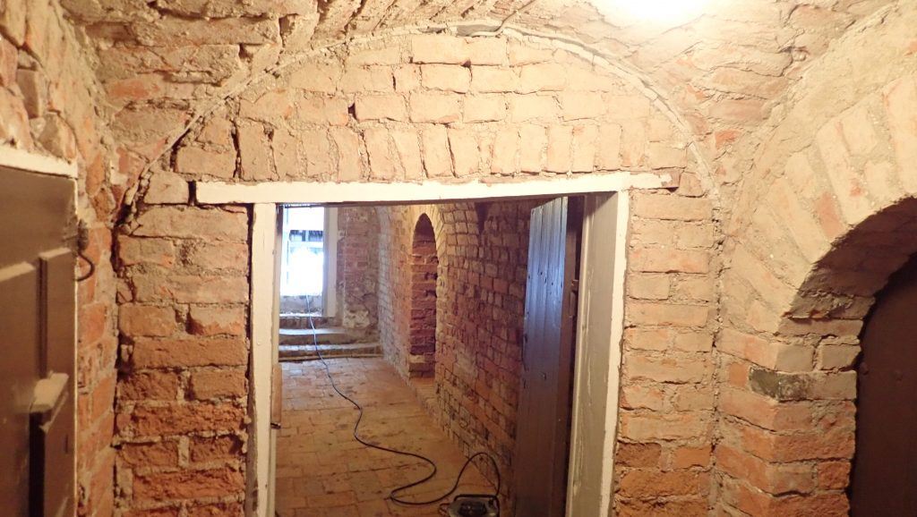 Herrgården med anor från 1600-talet stabiliserades under vintern
